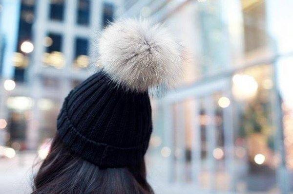 Почему к шапке пришивают помпон?