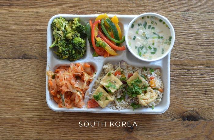 Что едят на обед школьники из разных стран мира. Американцам уже стыдно!