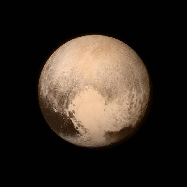 Пять находок и одна загадка: главные итоги недели сближения New Horizons с Плутоном