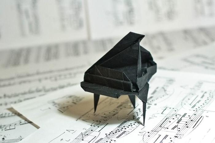 Бумажный рояль. Мастер оригами: Гонсало Гарсия Кальво (Gonzalo Garcia Calvo).