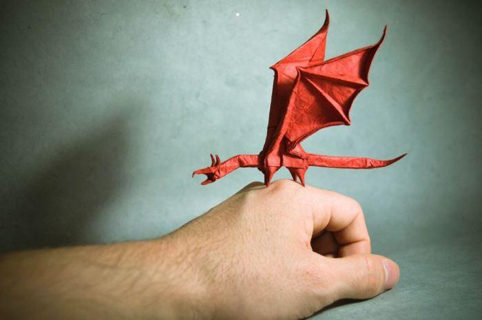 Дракон. Мастер оригами: Гонсало Гарсия Кальво (Gonzalo Garcia Calvo).