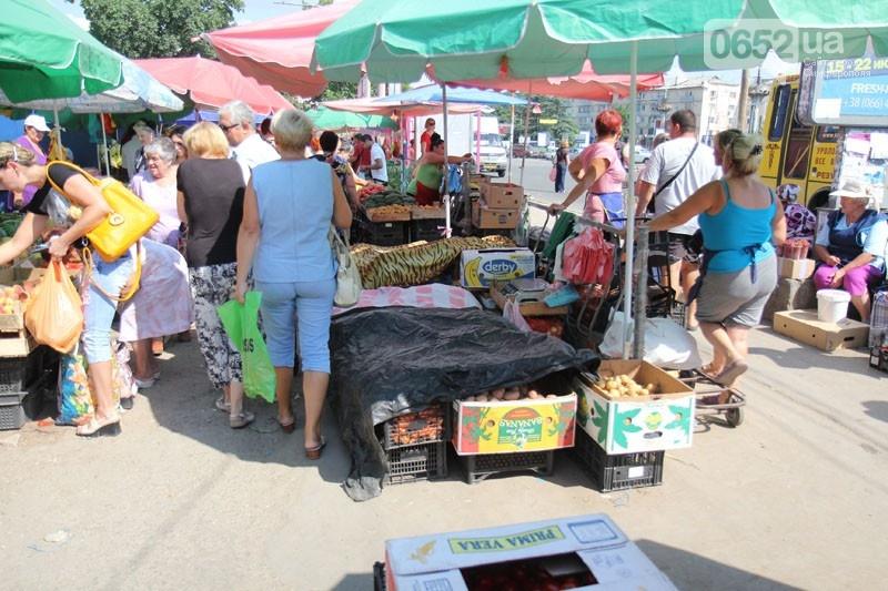 В Симферополе «стихийщики» с Москольца переедут на муниципальный рынок