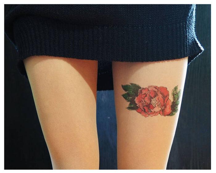 Цветная роза с листьями.  Дизайнер: Silvana Ilieva.