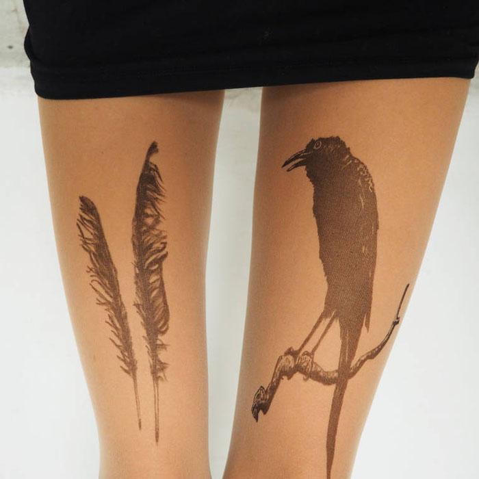 Ворон и перья.  Дизайнер: Silvana Ilieva.