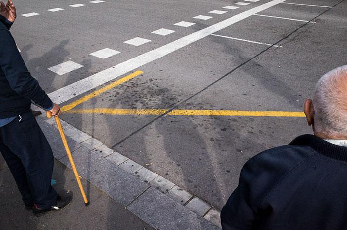 Следуйте за желтой стрелкой.