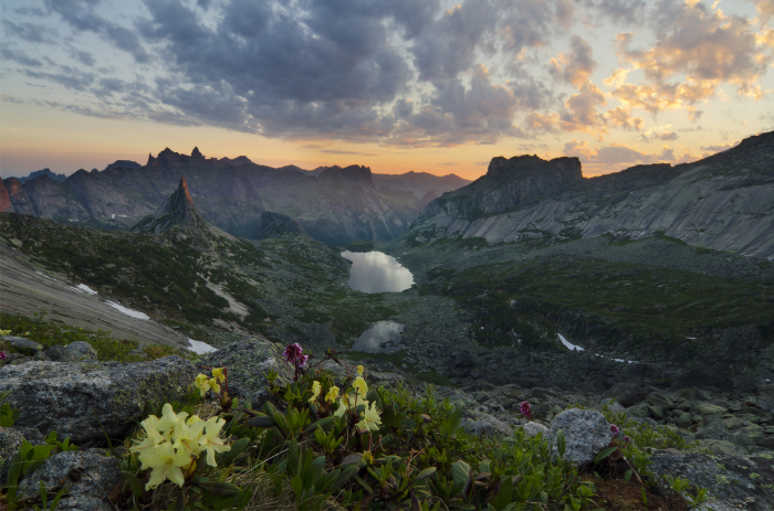 Первый луч в Долине Горных духов. / Фото: Александр Юсупов.