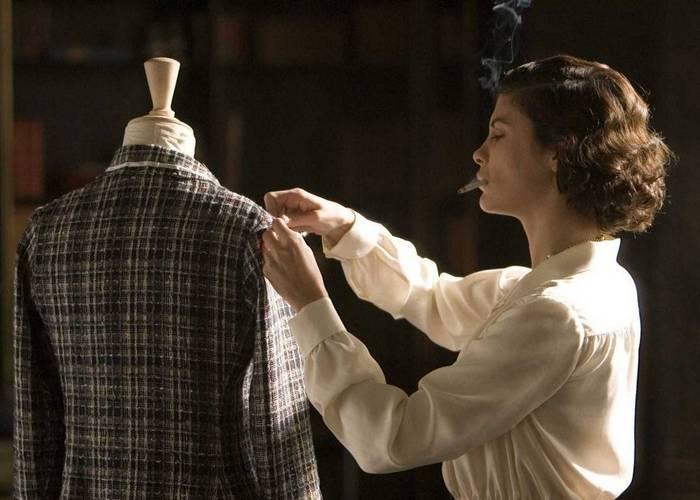 Кадр из фильма «Коко до Шанель»./фото: hitthefloor.com