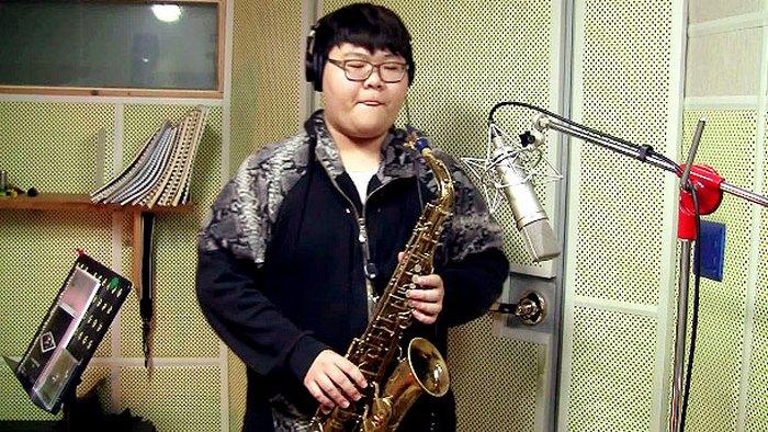 18-летний южнокорейский саксофонист.