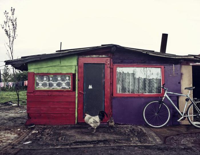 Цыгане обычно строят свои бараки за один день. Фото: Adam Lach.
