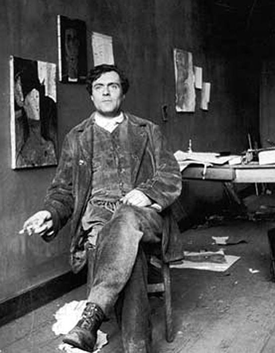 Амедео Модильяни в своей студии в Париже.
