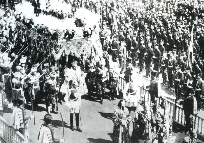 Коронация императора Николая II в Успенском соборе Московского Кремля.