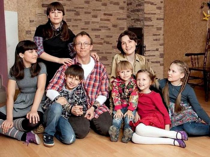 Иван и Ксения с детьми. / Фото: www.stories-of-success.ru
