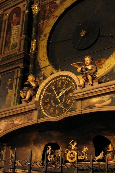 Фигурки античных богов на колесницах, символизирующих дни недели. | Фото: forum.watch.ru.